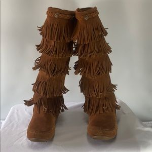 Minnetonka 5 Layer Fringe Boots